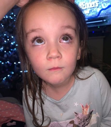"""Elle découvre que sa fille a un cancer de l'œil en la prenant en photo: """"Cela lui a sûrement sauvé la vie!"""""""