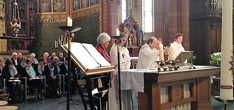 Afscheid Pastoor Smulders Nicolaaskerk Helvoirt druk bezocht