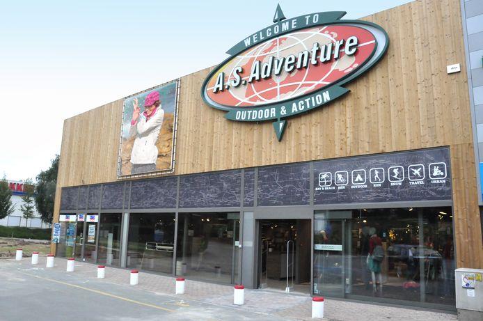 A.S. Adventure verdrievoudigt het aantal tijdelijk afhaalpunten door de vele onlinebestellingen in deze periode waardoor bezorgers niet altijd alles op tijd aan huis geleverd krijgen.