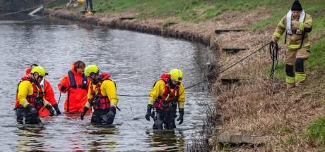 Alarm om kinderfiets aan de slootkant in Oud-Beijerland: duikers treffen niks aan