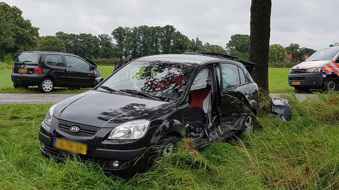 Een van de twee bij de aanrijding betrokken auto's in De Heurne.