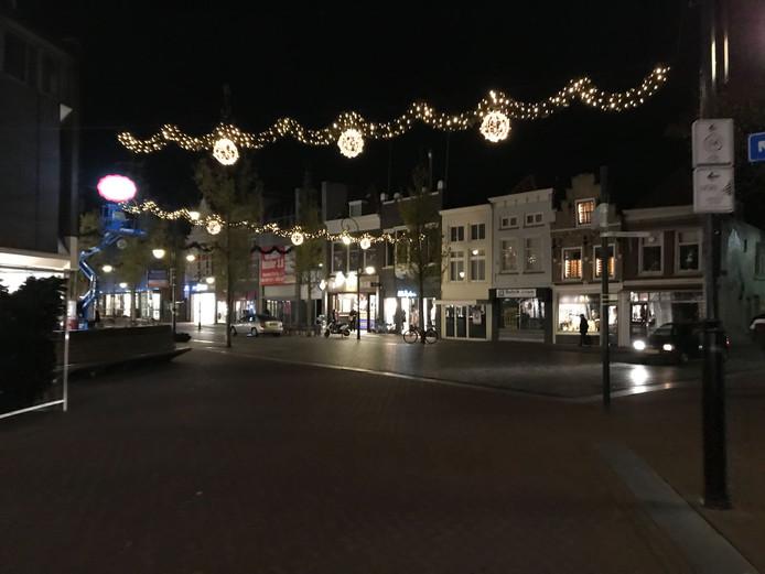 Kersversiering op het Bagijnhof in Dordrecht.