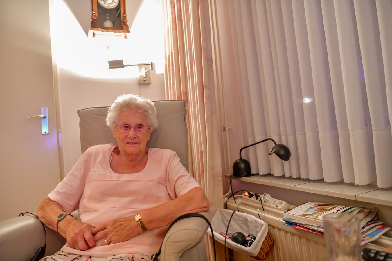 Nel van de Wal kreeg zelf kanker en zette zich 50 jaar in voor KWF Kankerbestrijding.
