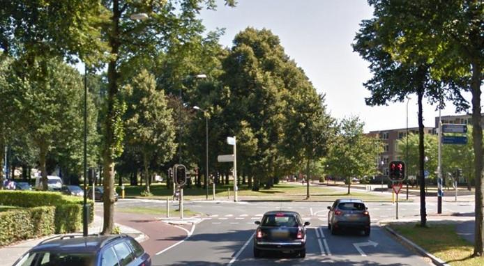 De Badhuisweg in Apeldoorn en boven in beeld het Beekpark.
