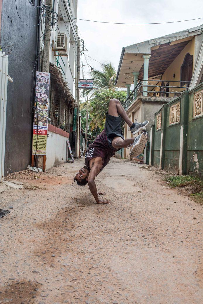 Ranil van Peperstraten uit Boxtel in de straten van Colombo, Sri Lanka, het land waarin hij is geboren.