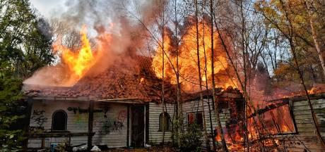 Grote woningbrand in Oisterwijk, asbest vrijgekomen in omgeving van woning