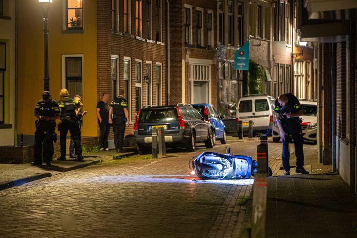 De politie tijdens het onderzoek in Kampen vannacht.