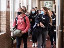 Scholen voeren mondkapjesplicht in na herfstvakantie: 'Wie weigert, moet naar huis'