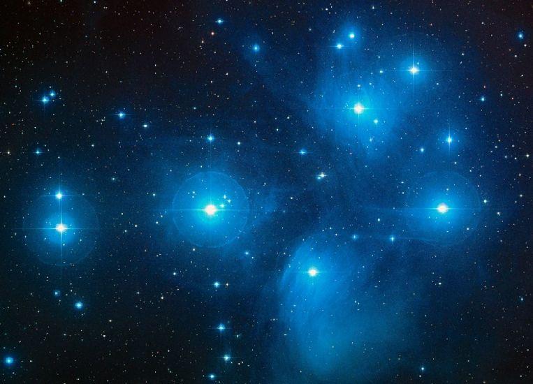 De Pleiaden, een sterrengroep op 'slechts' 4000 biljoen kilometer (440 lichtjaren) afstand, waar supernova's kunnen zijn opgetreden. Beeld Nasa, Esa & Aura/Caltech