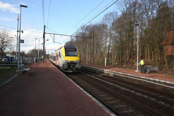 Op de lijn 124 worden de sporen verdubbeld tussen Sint-Genesius-Rode en Linkebeek.