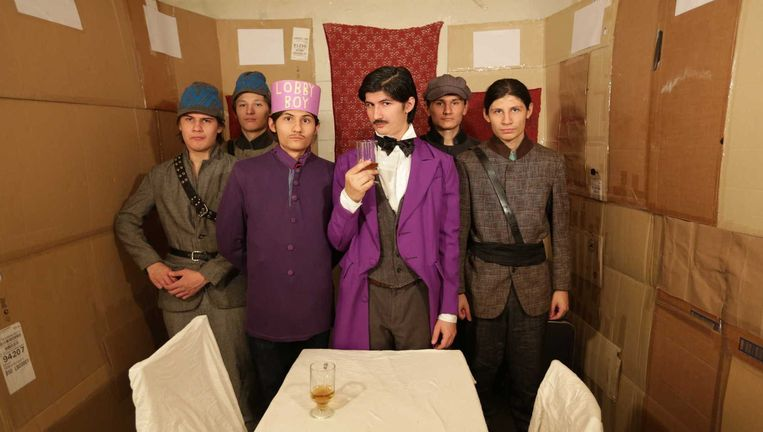 The Wolfpack, verkleed als Wes Anderson's Budapest Hotel. Beeld null