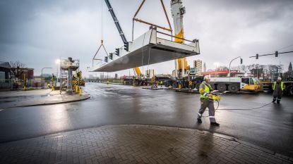 Huzarenstuk achter de rug: alle brugdelen van passerelle Schijnpoort geplaatst