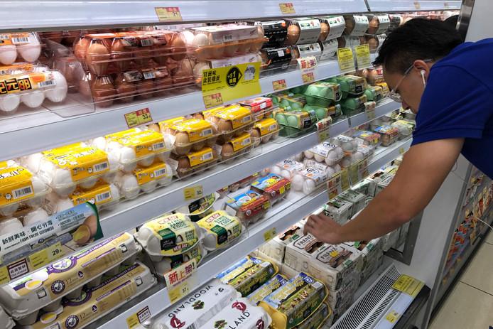 Ook in Hong Kong worden eieren gecontroleerd op fipronil nu uit EU-onderzoek blijkt dat ook daar eieren met het gif op de markt zijn gekomen.