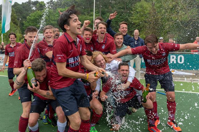 Klein Zwitserland promoveert voor het tweede jaar op rij en speelt volgend seizoen weer op het hoogste niveau.