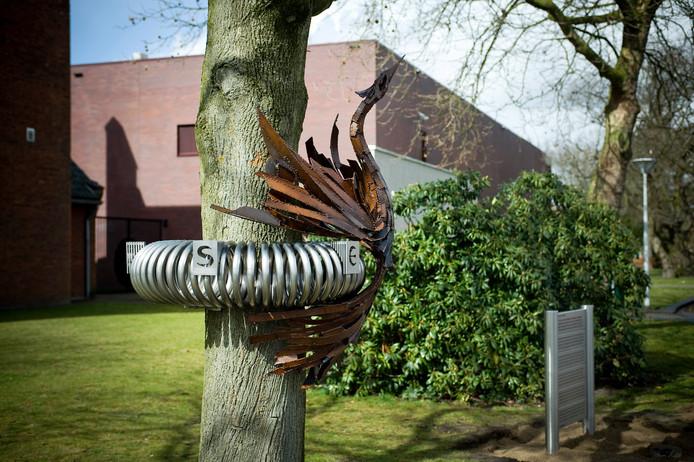 Gedenkteken voor Jesse bij het gemeentehuis in Hoogerheide.