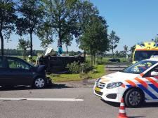 Stevige crash bij Arriën: busje op zijn kant