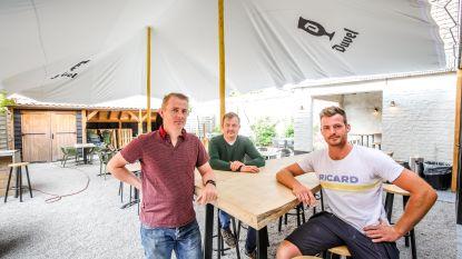 """Café Sint-Elooi opent extra seafoodbar met zeelekkernijen: """"Uitgaanspubliek moeten we even missen"""""""