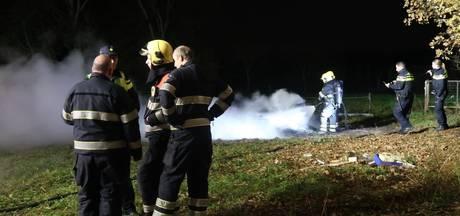Brandweer rukt groots uit voor brandende afvalstapel in Waalre