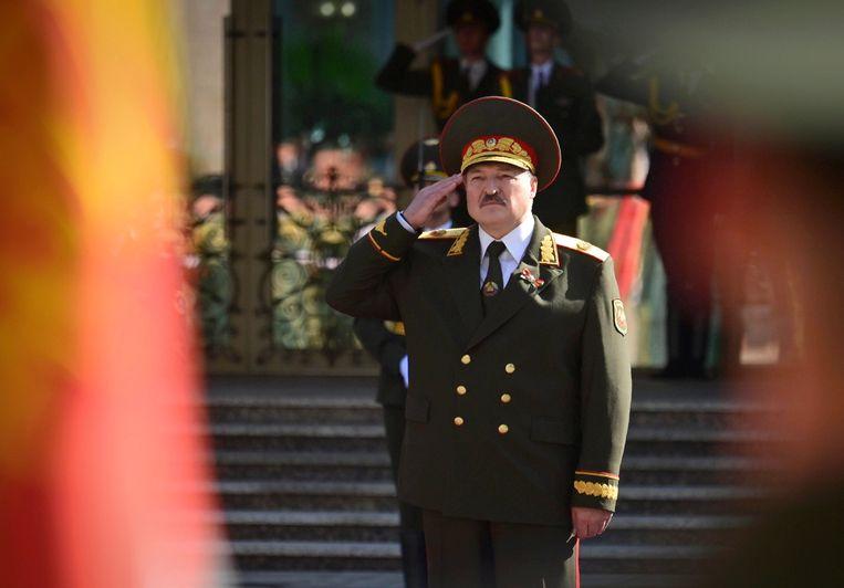 Aleksandr Loekasjenko tijdens de in het geheim georganiseerde inauguratie. Beeld AP