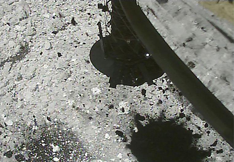 De eerste landing op Ryugu gebeurde in februari. Toen werden stalen van het oppervlak alleen verzameld.