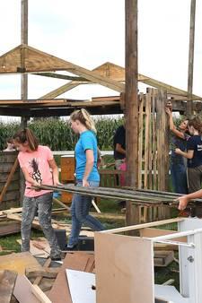 Kinderen bouwen zelf een westerndorp in Rijkevoort