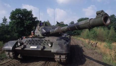 Selon la justice chilienne, les deux hommes sont officiellement soupçonnés d'avoir reçu chacun quelque 600.000 dollars de commission lors de la vente de quelque 200 chars Leopard.