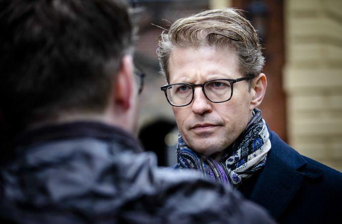 Minister Dekker voor Rechtsbescherming.