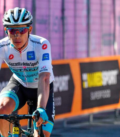 Scène surréaliste sur le Giro: Miguel Angel Lopez frappe un spectateur