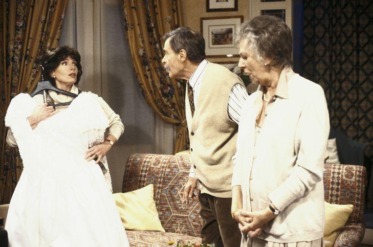 Ellen Vogel (rechts) in tv-serie Zonder Ernst. Beeld ANP