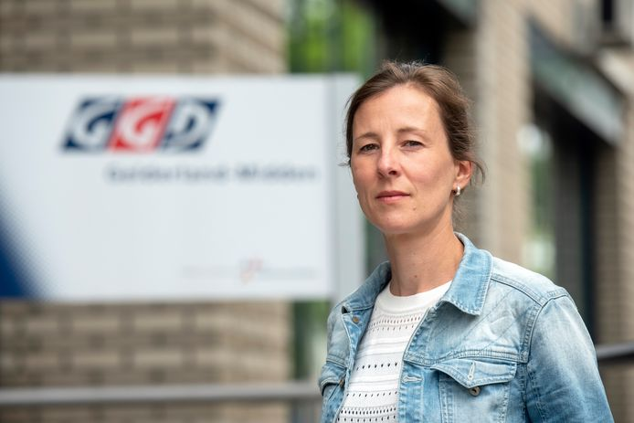 """Kirsten Wevers, arts infectieziekten bij de GGD: ,,Wij doen ons werk heel graag, maar het is pittig."""""""