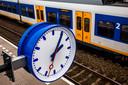 Reizigers die van NS compensatie eisen voor een vertraging, moeten soms maandenlang wachten voordat zij de claim toegewezen krijgen.