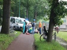 Jongen op fiets geschept door bestelbus in Baarn