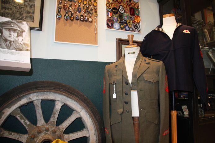 Michael Brinkmann opende in Dorp 3 in Alveringem Militaria Belgium. Je vindt er onder meer kostuums, opmerkelijke attributen en emblemen