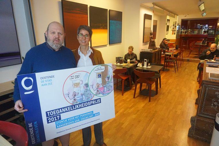 Peter Van Ruysseveldt en Patricia Steenhuis zijn trots op de Toegankelijkheidsprijs.