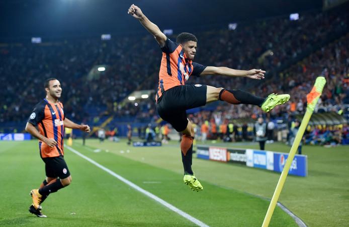 Taison viert zijn goal tegen Napoli.
