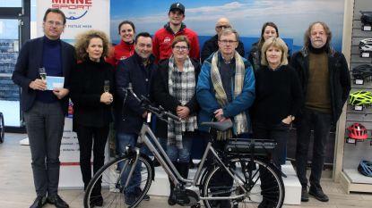 Winnaars eindejaarsactie krijgen elektrische fiets