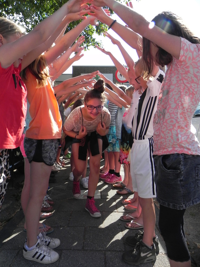 Na de afscheidsmusical nog één keer samen er op uit. Op de afscheidsdag van groep 8 van De Vlieten werden de kinderen verrast met een wel heel bijzonder vervoer.