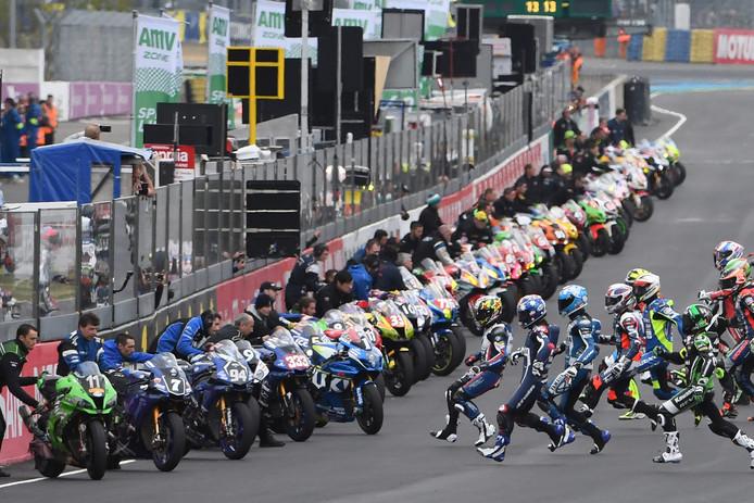 De bijzondere start bij de 24 Uur van Le Mans-race voor motorcoureurs: ze rennen naar hun motoren.