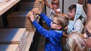 Kinderen ontdekken werkplek ouders op kidsdag bij Woodstoxx