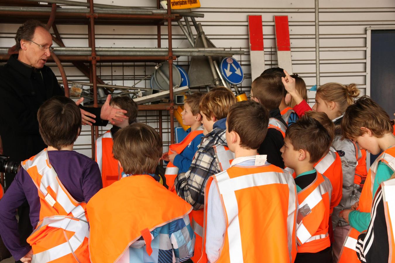 Leerlingen van de Johan Frisoschool in Wageningen op bezoek bij het brengstation.  Foto ter illustratie.
