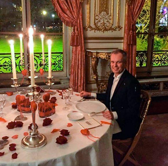 Francois de Rugy, voormalig voorzitter van het Franse parlement, tijdens een diner met zijn vrouw.
