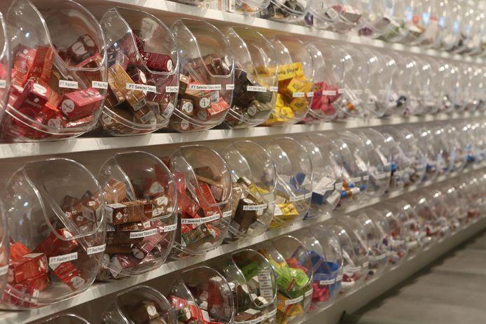 Keuze te over in de Dampshop in Diest. Het lijkt bijna een snoepwinkel, met honderden bokalen om in te grabbelen.