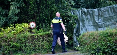 Dode gevonden naast woning in Chaam, vijf aanhoudingen door politie