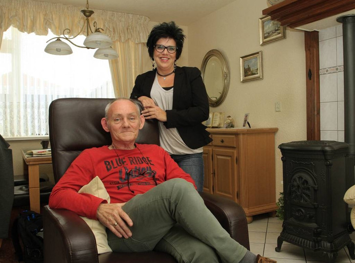 """Paul de Klerk met zijn redster Anita Coremans. Nu zijn ze bevriend. """"En ook onze vriendschap is een wonder."""" foto Gerard van Offeren/pix4profs"""