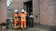 Buurtbewoner helpt dame uit brandend huis