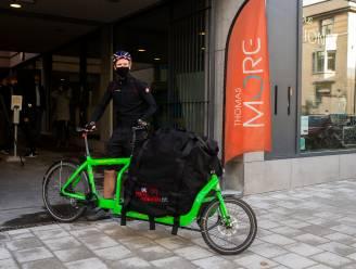 Minder bestelwagens op straat door proefproject met fietskoeriers