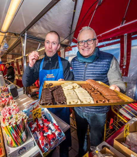 Enschedese zondagmarkt als 'huiskamer': kletsen en gratis proeven