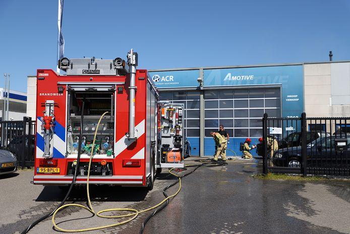 BMW in brand gevlogen op Ekkersrijt in Son.