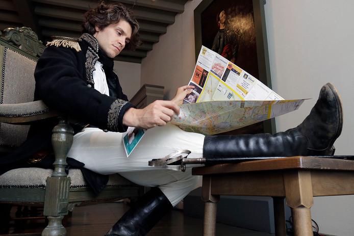 Zuiderwaterlinie festival Ravenstein: Bas Klemann in zijn rol van de Franse generaal Pichegru.