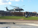 Obama's helikopter zet de landing in.